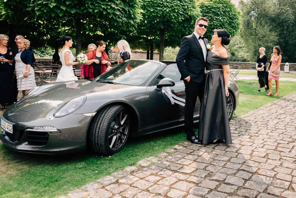 Hochzeitsfotograf Dortmund, Brautpaar mit Porsche