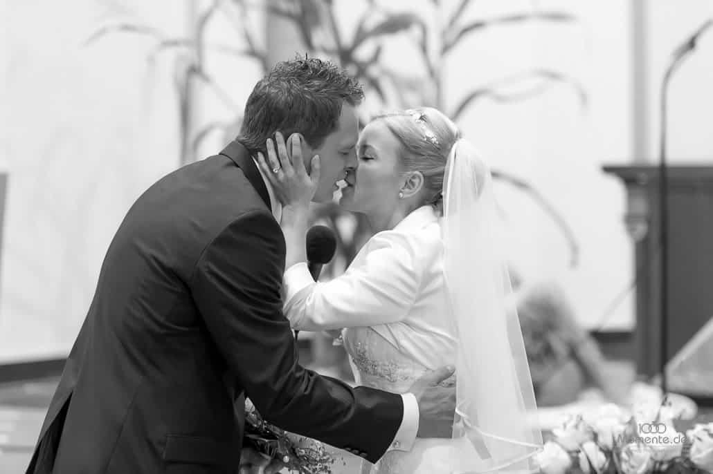 Hochzeitsfotograf Neuss der Brautkuss
