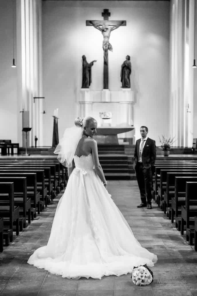 Hochzeit Düsseldorf und Paarshooting in der Kirche